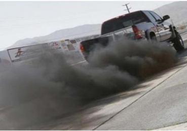 Vì sao xe bị nhả khói đen nhiều?